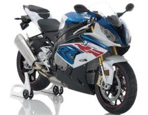 この手のバイクで高速二人乗りはかなり怖いのでは?