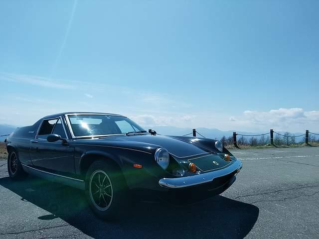 エコタイヤでもくるくる回れるのがロータスヨーロッパのいい所です。