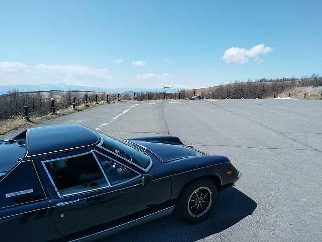 ロータスヨーロッパは空いている高原道路を快走するのが最高です。