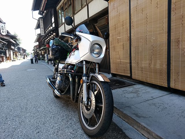 Z1-R。旧宿場のある街道は大抵暑いです。