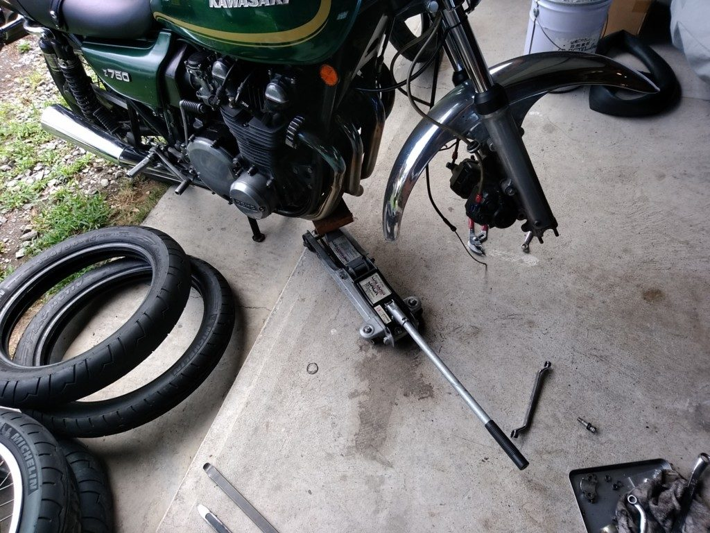 Z750D1。タイヤ交換作業が出先で出来ますか?ってことですよ