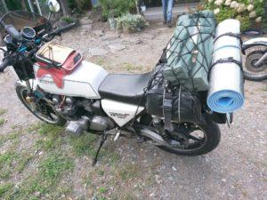 バイクは荷物積むと運動性は著しく落ちるのでいつも以上に自制しましょう
