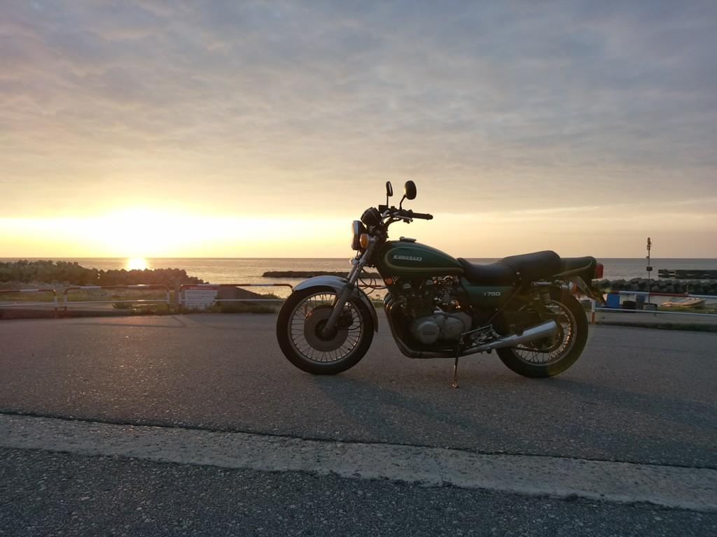 絵になるバイクで出かけると写真撮りたくなる