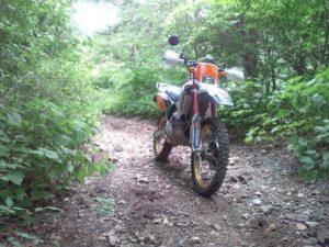 林道走ったら、泥や埃は落としてチェーンオイルくらいは差してあげてよ