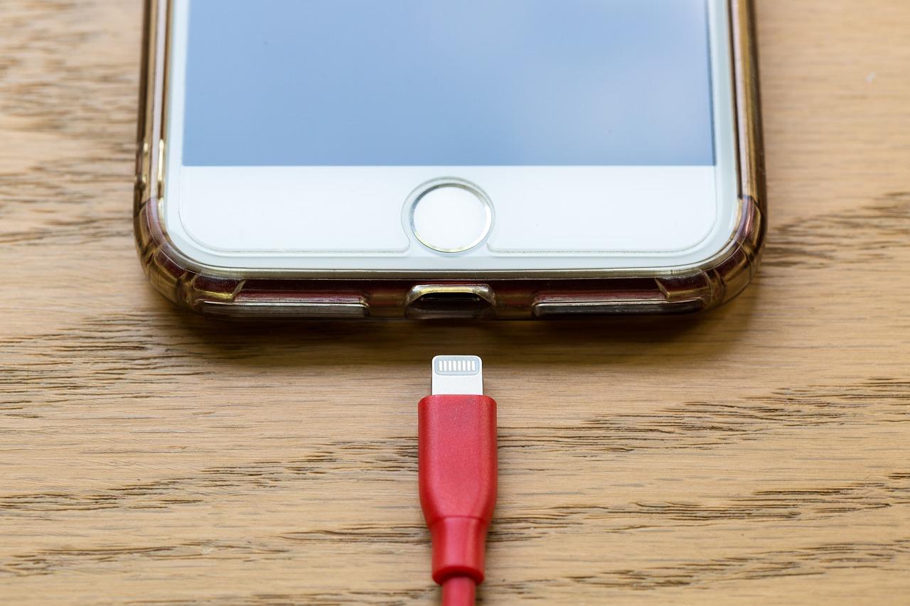 どういう充電方式をとろうとも、このコネクタは大事にしないとすぐ充電不可に・・