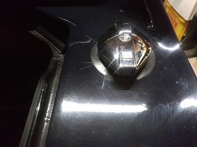 ロータスヨーロッパ。よく見ると給油口の周りに塗料のクラックが確認できる。