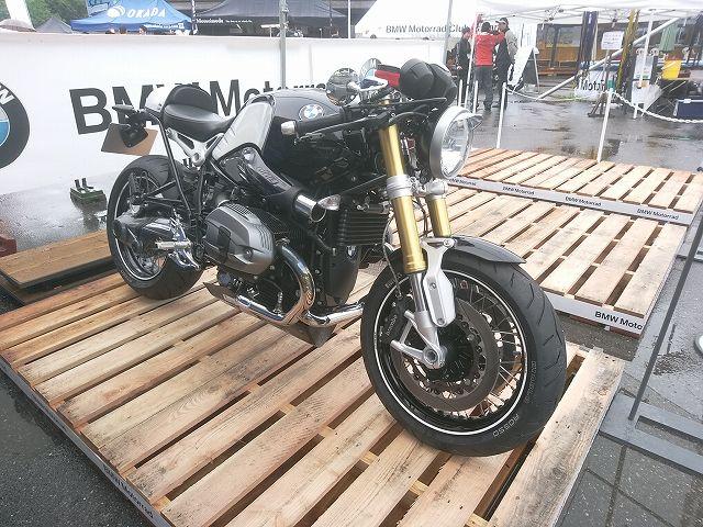 こんなかっちょいいバイクが展示されている。 これは展示用なのでまたがれない。