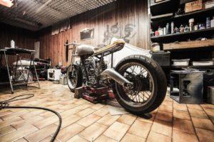 やっぱりガレージは旧車趣味の一つの究極