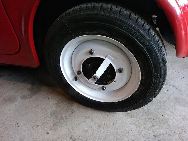 細すぎて入手できない旧FIAT500のタイヤ