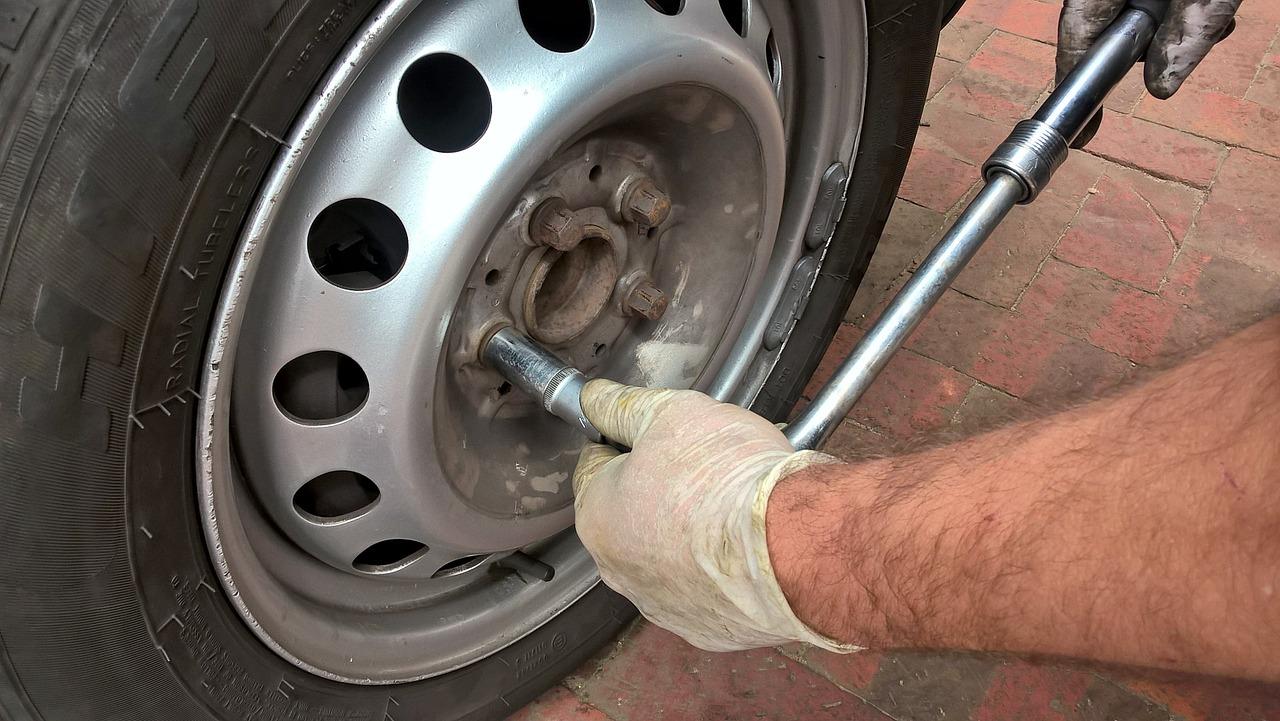 タイヤ交換、そんなの簡単だぜボス!