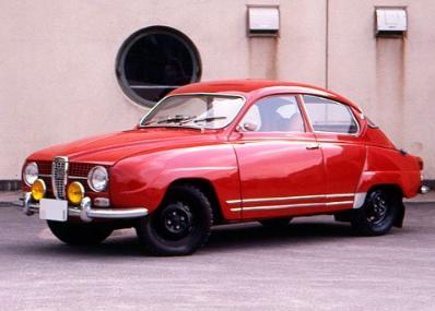 こんな芋虫みたいな車がラリーでポルシェとかを圧倒してたんだぜ!