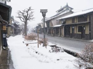 雪景色はきれいですが、ノーマルタイヤで走ると地獄と化す