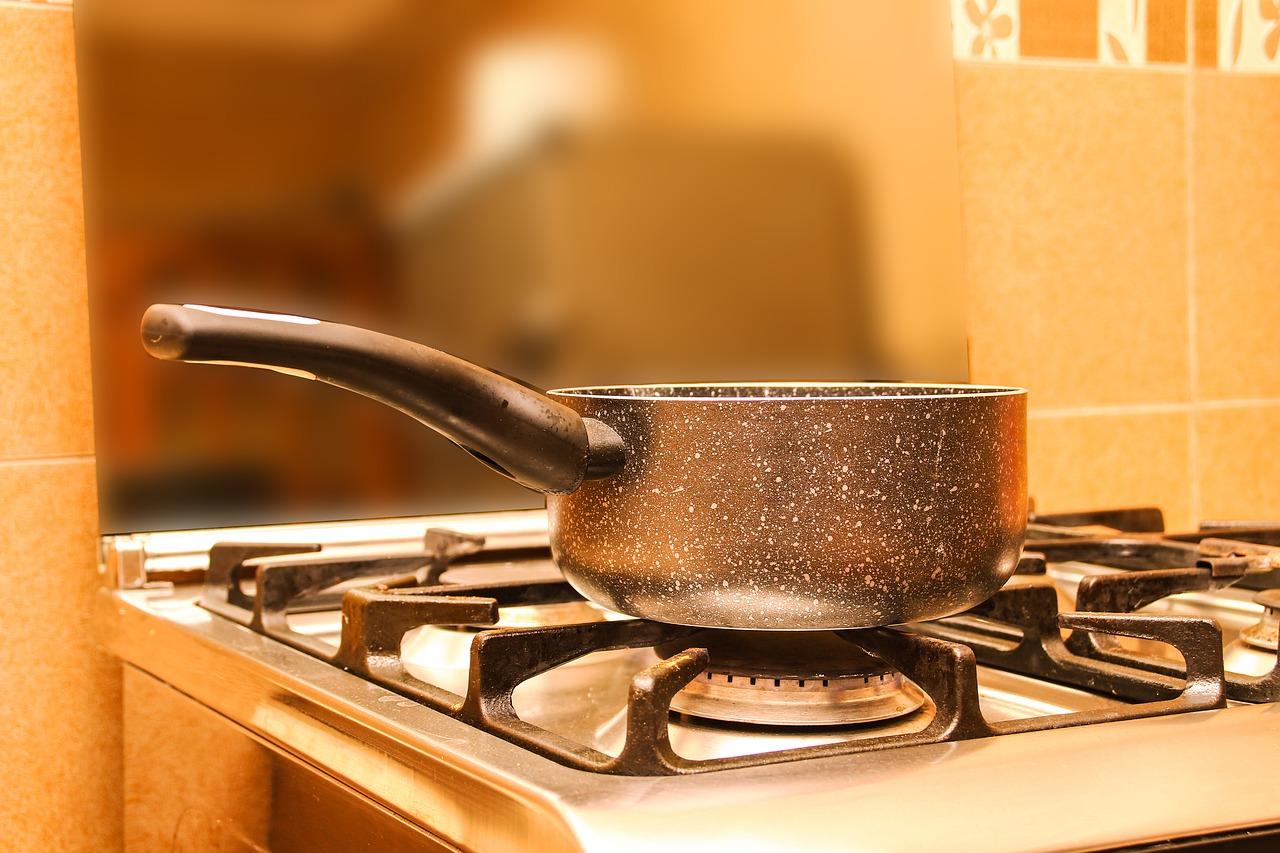 お湯は鍋で沸かしてかけるんでしょうか?