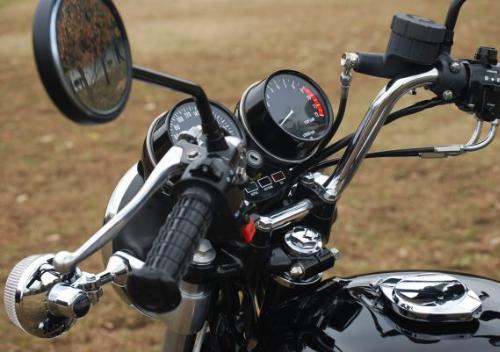 ザ・バイクって感じですよね、Zは。