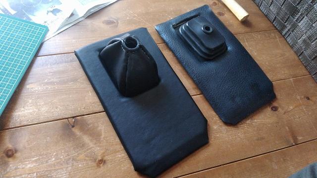 左側が今回作ったロータスヨーロッパのシフトブーツ