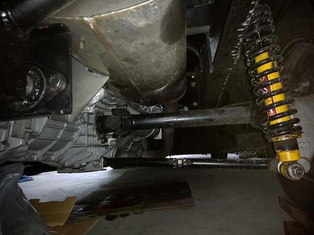 ロータスヨーロッパは、車体の下にもぐる頻度が異常に高い。