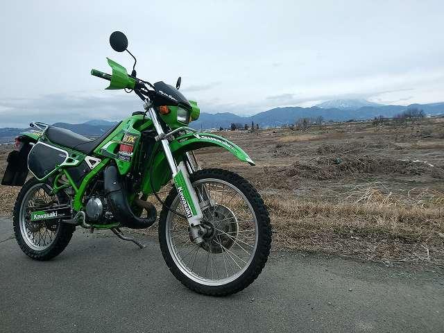 KDX125SR。バイクでなら家から10kmでも大冒険が可能です。