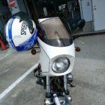 ラインの出口で慌てて撮ったのでヘルメットがハンドルにかかったまま