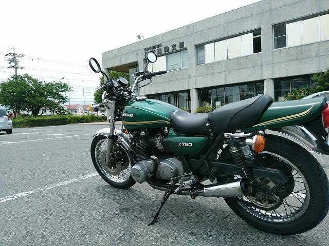 シャコタン仕様のZ750D1は160cmの女子でも乗れます。