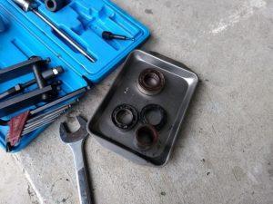 輸入工具は、こんな青や赤のプラボックスにアタッチメントと工具がぎっしり詰まってるのだ。