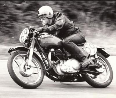 英国でもうるさいバイクは問題になってるようです。