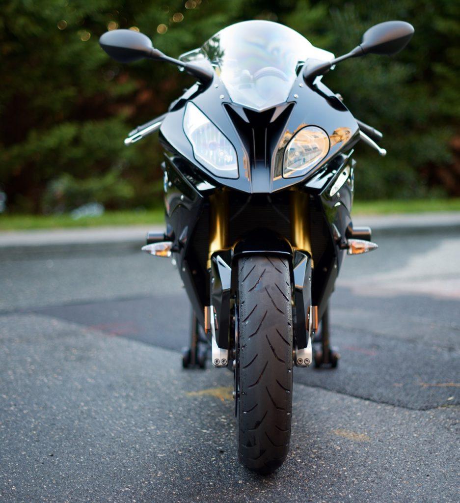異形ヘッドライトは専用設計なので交換時高いぜ!