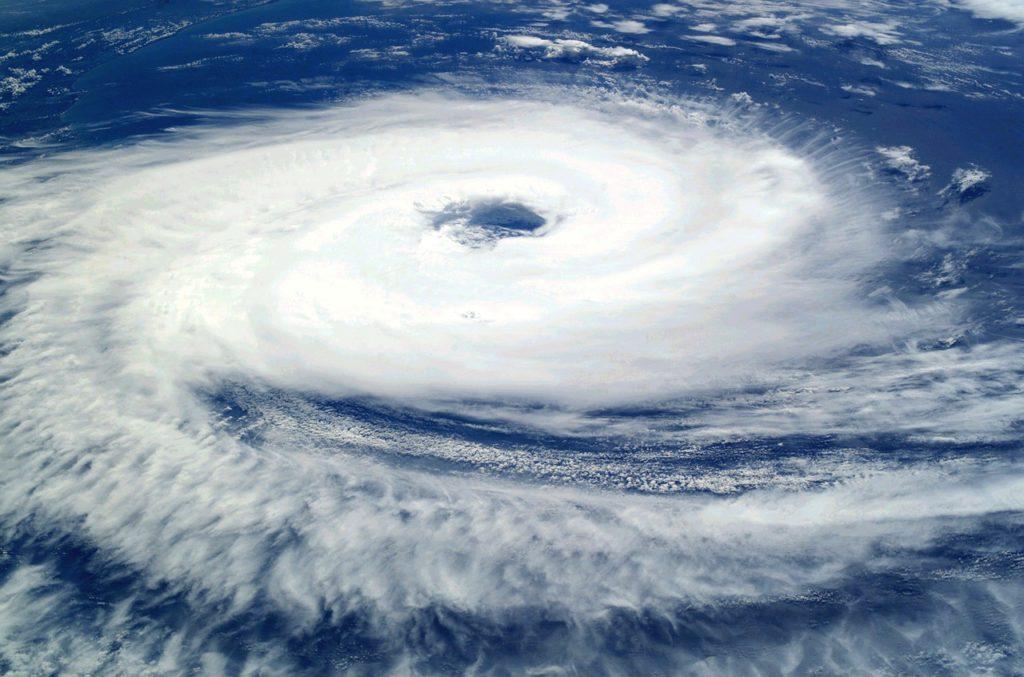 いつどこにこんな台風が来るか・・