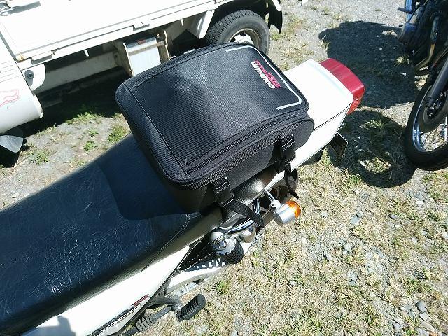 こういうリアバッグがスタイリッシュでカッコイイです。最近買いました♪