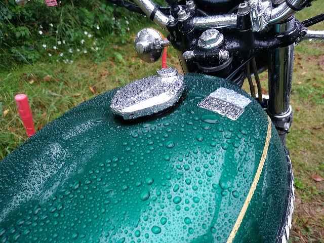 Z750D1は雨天ツーリングでも普通に走ります。
