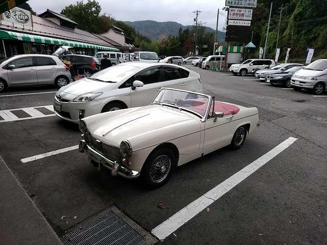 こういう車だとなにやっても豊かな気分になれる