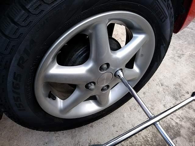 タイヤ交換の際はタイヤの状態もチェックする