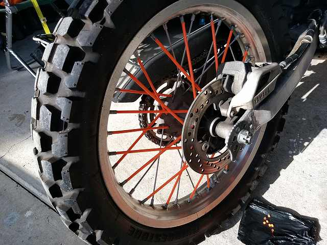 バイクにはブレーキ倍力装置は付いてないね