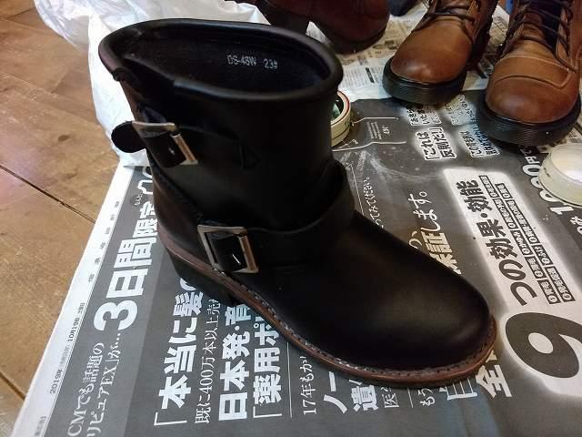 この手のブーツは割と鉄板が内蔵されている。