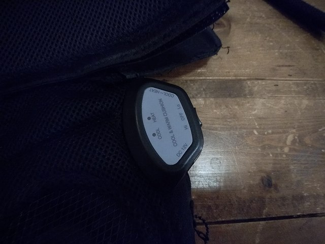 このスイッチで、ヒーターとクーラー切り替え、強弱も切り替え可能