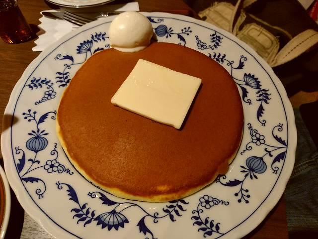 今回は写真がショボいので友人の経営する喫茶店のホットケーキの画像をお楽しみください