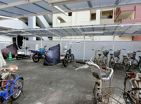 バイクの駐輪スペースってこんな感じが一般的じゃない?