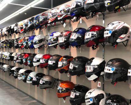ヘルメットは買う前に実際見てみたいのが本音です。