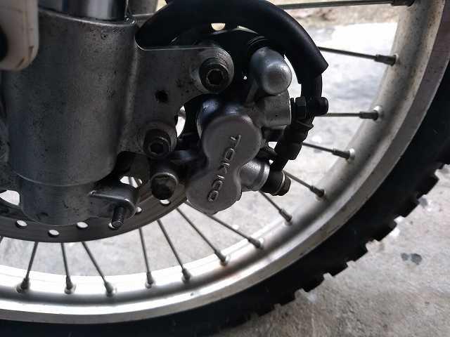 KDX125SRのブレーキキャリパーは変更しないと危ないです。