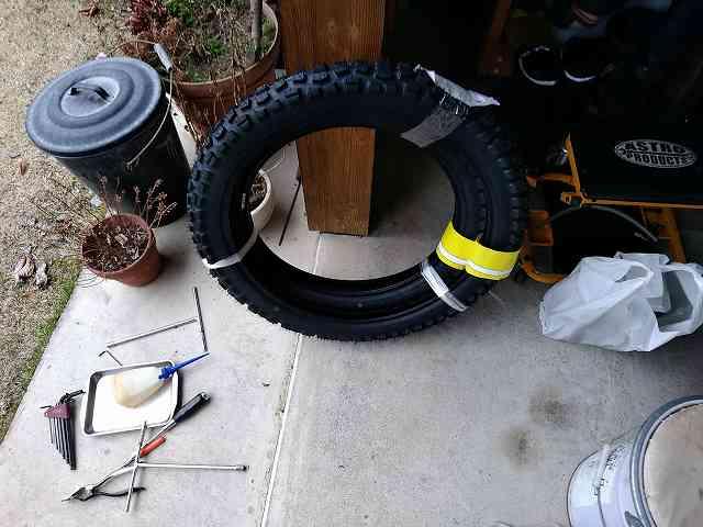 新品タイヤはブレーキターンの練習にはもったいないです。
