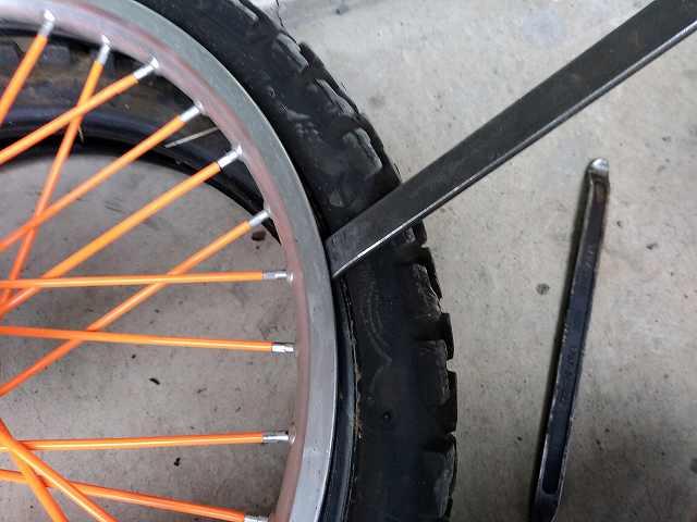 オフロードバイクのタイヤ交換は練習あるのみです。