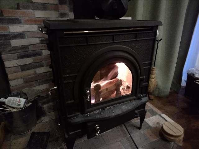 この火で温まるまでにはとんでもない苦労があるのです。