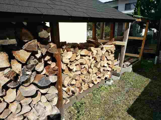 薪作りは重労働ですが体力作りにはすごく効果的。