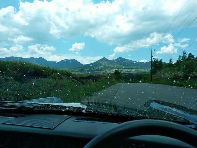 山国では空が晴れてても局地的に雨が降ることはあるのよ・・