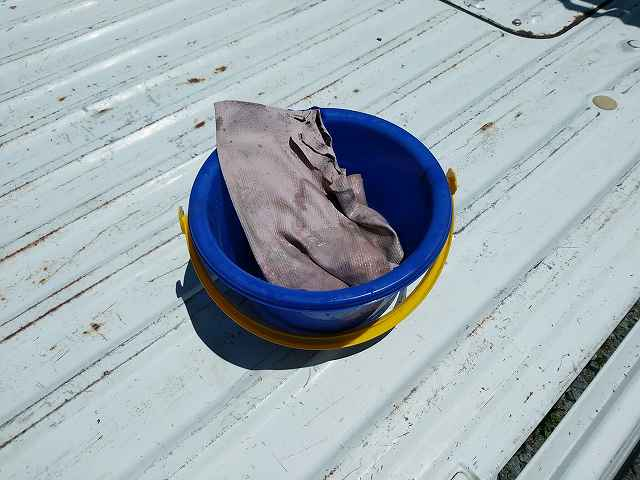 洗車には小さいバケツが便利です。