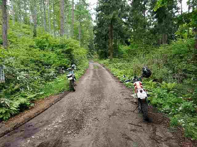 林道ではほとんどブレーキターンは使いません。