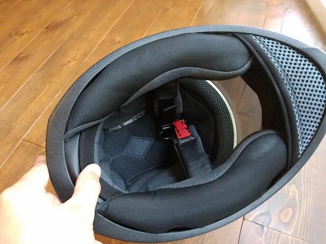 内装を外す前のSPEED&STRENGTHヘルメット。