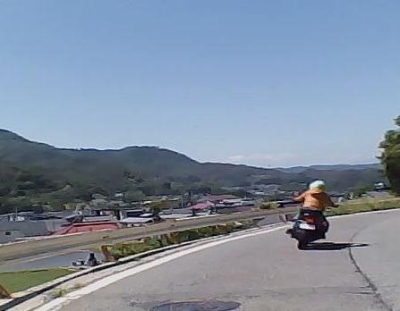 長野の田舎道にはこんな景色が広がってるんですよ。