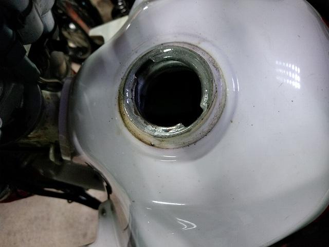 セローは先輩がPOR-15のタンクシーラーを施工してくれてました。