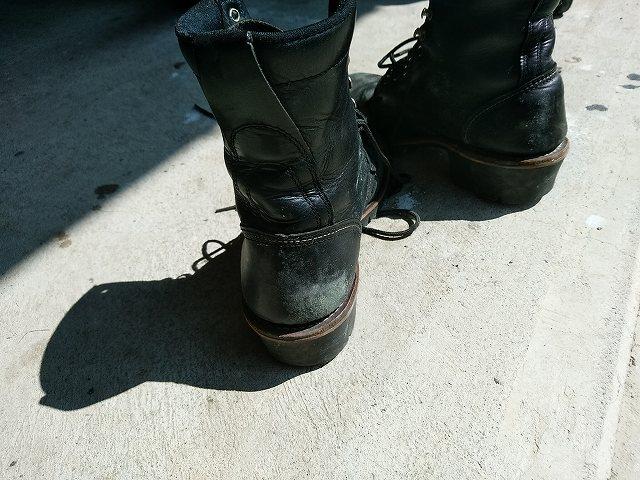 ブーツのかかと部分にカビが・・