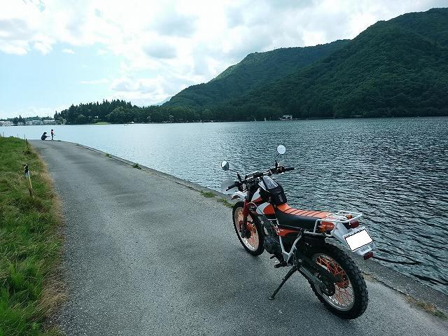 木崎湖畔はバイクでここまで迫れます。